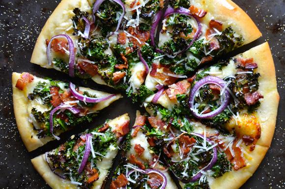 garlicky-kale-bacon-pizza