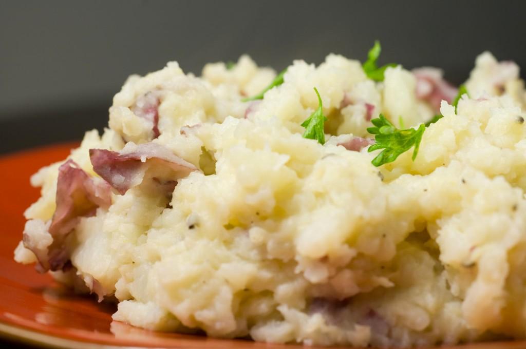 roasted-garlic-mashed-red-potatoes