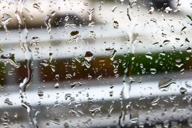 rain_drops_keep_falling_on_my_head_by_exposethebeauty-d5idapn